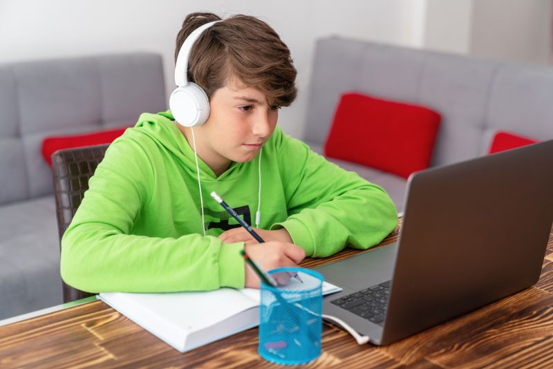 Four simple ways to help your children study safely online